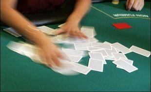 """Le France Poker Tour """"continue comme prévu"""" malgré la perquisition et la saisie de matériel samedi à Paris, a annoncé lundi à l'AFP Antoine Dorin, président de la Fédération française des joueurs de poker (FFJP), l'un des organisateurs du tournoi."""