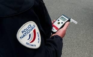 Le maire de Vitry-sur-Seine (Val-de-Marne) a été placé en garde à vue après avoir grillé un feu, percuté un scooter et conduit sur l'emprise de l'alcool. (Illustration)