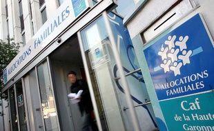 Les CAF (Caisse Allocations Familiales), comme celle-ci à Toulouse, sont  surchargees par les demandes croissantes d'allocataires dues a la crise.