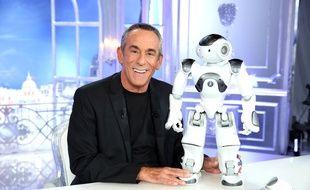 Thierry Ardisson et le robot Jean-Mi, mascotte de Salut Les Terriens.