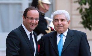 """Le président français François Hollande a appelé vendredi à ne pas imposer des """"conditions trop draconiennes"""" à Chypre qui négocie avec la troïka (UE, FMI, BCE) les termes d'un plan de sauvetage de son économie."""