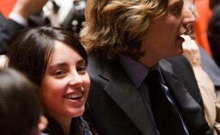 Repérés à la mairie de Neuilly! Jean Sarkozy et Jessica Sebaoun se sont unis mercredi en donnant le mot à leurs invités par SMS.