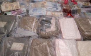 18 kg de cocaïne et 20 kg de cannabis saisis par la police, le 23 novembre 2015 photographiés à la PJ