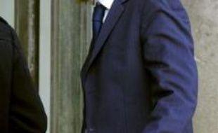 """Jean Sarkozy, un des fils du chef de l'Etat, ne jouera pas finalement la pièce """"Oscar"""" car """"après réflexion"""", le jeune homme entend """"donner la priorité à ses études"""", a indiqué à l'AFP Philippe Hersen, producteur et metteur en scène de la pièce."""