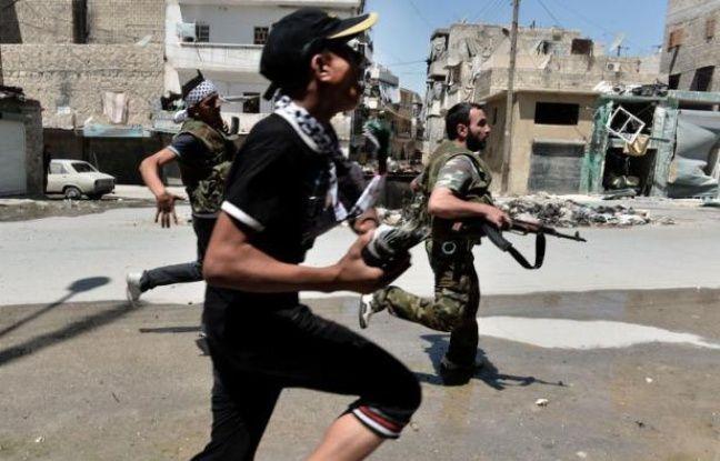 Au moins 200 personnes ont été tuées samedi à Daraya, près de Damas, a annoncé l'Observatoire syrien des droits de l'Homme (OSDH), au moment où de violents combats opposaient rebelles et soldats à Alep, deuxième ville de Syrie en proie aux bombardements et aux privations.
