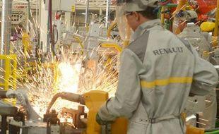 """Le groupe français Renault a annoncé vendredi avoir renforcé en 2013 sa position de leader au Maroc, pays où elle dispose depuis deux ans d'une usine géante, grâce à sa filiale """"low cost"""" Dacia, avec une part de marché de près de 40%."""