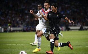 Miguel Lopes (en blanc) au duel avec un joueur de la Real Sociedad, le 20 août 2013