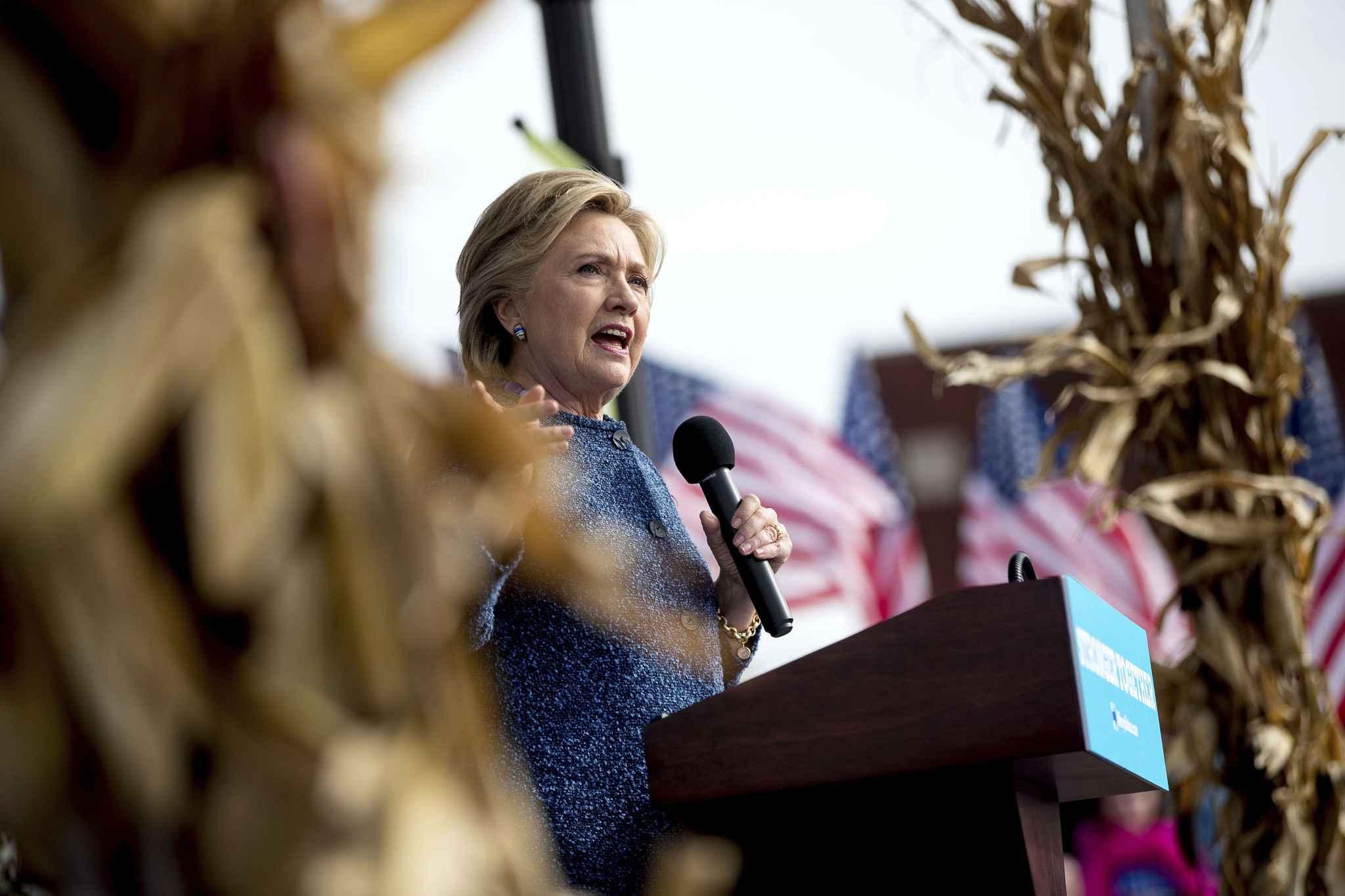 Le FBI enquête de nouveaux sur ses emails — Hillary Clinton