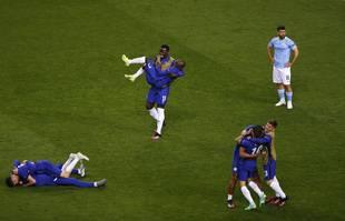 Les joueurs de Chelsea célèbrent après avoir remporté la finale de la Ligue des champions contre Manchester City au stade Dragao de Porto, au Portugal, le samedi 29 mai 2021.