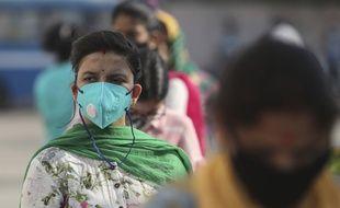 Dans une file d'attente pour faire un test PCR à Jammu, en inde.