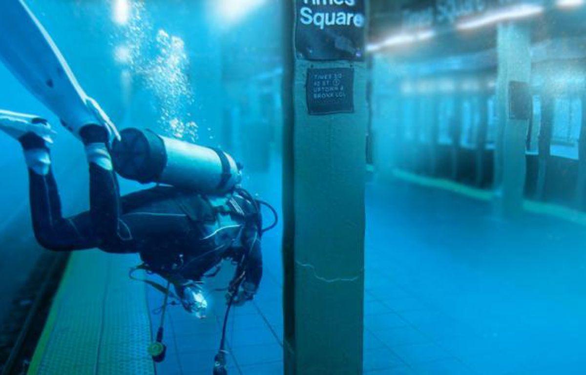 Une fausse photo d'un plongeur dans le métro new-yorkais, qui a circulé lors du passage de l'ouragan Sandy. – DR