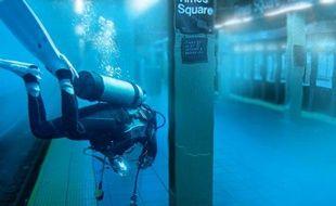 Une fausse photo d'un plongeur dans le métro new-yorkais, qui a circulé lors du passage de l'ouragan Sandy.