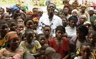 Le docteur Denis Mukwege et les femmes de Panzi.