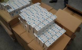 A Calais, le 19 aout 2014 -Saisie de 1,7 tonne de cigarettes de contrebande rÈalisÈe par les douaniers de Calais.