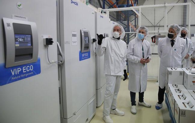 648x415 emmanuel macron lors visite usine delpharm