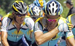 Les coureurs de l'équipe Astana, Lance Armstrong (à gauche) et Alberto Contador, le 12 juillet 2009, lors de la 9e étape du Tour de France.