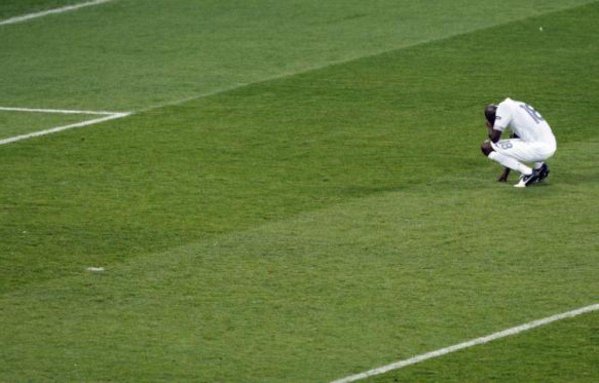Alou Diarra, lors de la défaite 0-2 de l'équipe de France contre la Suède, le 19 juin 2012. – D.VOJINOVIC/AP/SIPA