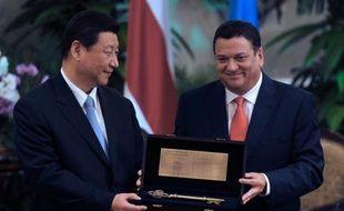 La Chine et la Costa Rica ont souscrit lundi des accords de coopération portant sur plus de deux milliards de dollars, quasiment 4% du PIB de ce petit pays d'Amérique centrale, qui recevait la visite du président chinois, Xi Jinping.