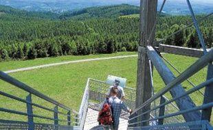 Le mont Bessou , sommet du plateau de Millevaches, culmine à 977 m.