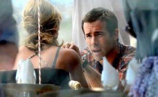 Ryan Reynolds le 19 février 2011 en Afrique du Sud, en train de tourner son nouveau film, «Safe House», avec Nora Arnezeder.