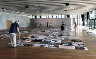 L'exposition « Mon nom est personne » donne à voir des oeuvres anonymes, posées à même le sol.