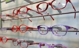 Des lunettes exposées chez un opticien (image d'illustration).