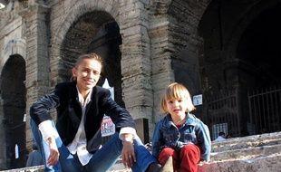 Photo d'Elise et de sa mère Irina belenkaya. La petite fille a été enlevée, vendredi 20 mars 2009, dans la rue à Arles.