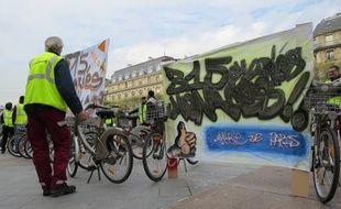 Les salariés de Vélib' devant l'hôtel de ville ce mardi