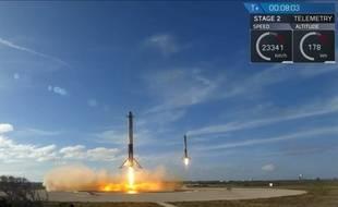 SpaceX a réussi un double atterrissage des boosters latéraux de sa fusée Falcon Heavy, le 6 février 2018.