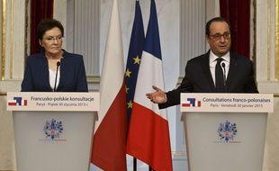 La Première Ministre polonaises et le Président français ont appelé dans une conférence de presse commune à des négociations de paix.