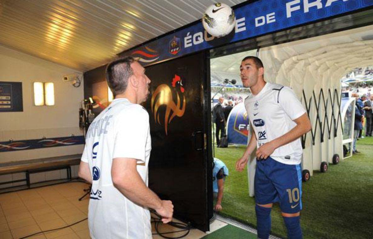 Franck Ribéry et Karim Benzema à l'échauffement avant France-Serbie, le 31 mai 2012 à Reims. – Danoun Paul/SIPA