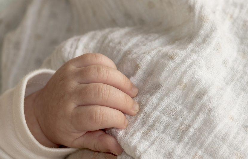 Bébés nés sans bras: Une famille porte plainte pour «mise en danger de la vie d'autrui»