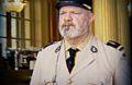Philippe Etchebest déguisé en gendarme devant son restaurant pour moquer le pass sanitaire