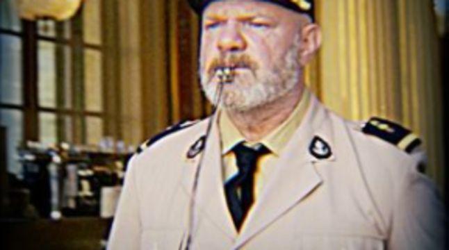 Pass sanitaire à Bordeaux : Philippe Etchebest se déguise en gendarme devant son restaurant