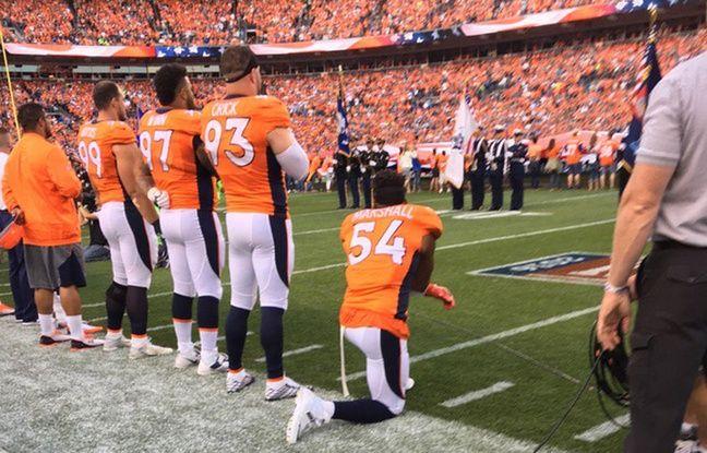 Et maintenant, Trump reproche à la NFL de ne pas forcer les joueurs à se lever pour l'hymne national
