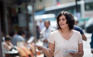 Paris, le 27 mai 2017. - L'ancienne ministre du Travail Myriam El Khomri pendant sa campagne législative dans la 18e circonscription de Paris.