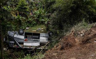 Un bus a chuté dans un ravin le 11 mars sur l'île de Java (Indonésie), tuant 27 personnes.