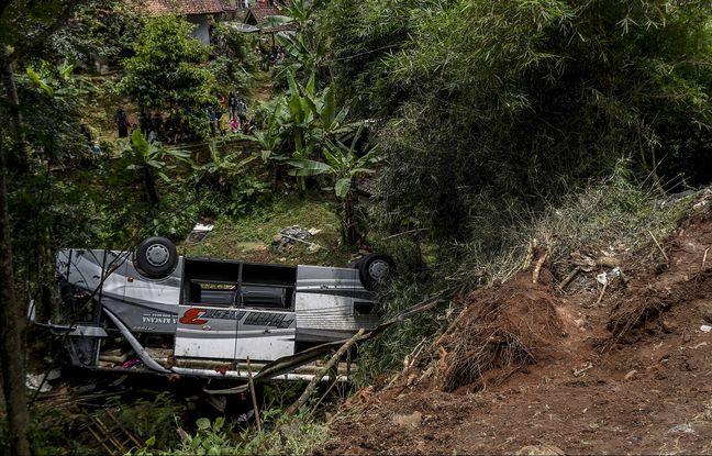 648x415 bus chute ravin 11 mars ile java indonesie tuant 27 personnes