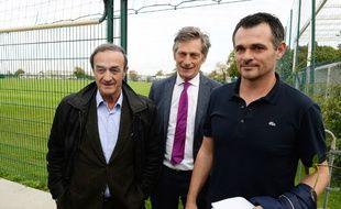 Willy Sagnol, Nicolas de Tavernost et Jean-Louis Triaud (de dr. à g.) le 6 novembre 2014 au Haillan, à Bordeaux.