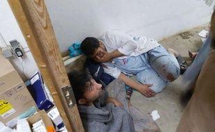Des docteurs de MSF blessés après le bombardement de l'hôpital de Kunduz par l'Otan, samedi 3 octobre.