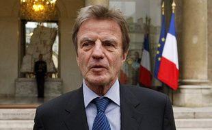 Le ministre des Affaires étrangères Bernard Kouchner, le 23 décembre 2009, sur le perron de l'Elysée à Paris.
