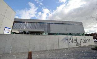"""Près de 200 policiers supplémentaires ont été affectés par le ministère de l'Intérieur à l'agglomération lilloise, """"sous-dotée depuis dix ans"""", a annoncé mercredi la maire de Lille, Martine Aubry."""