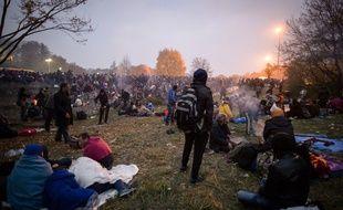 Des migrants et des réfugiés près de la frontière slovéno-autrichienne à Sentilj en Slovénie, le 27 octobre 2015.