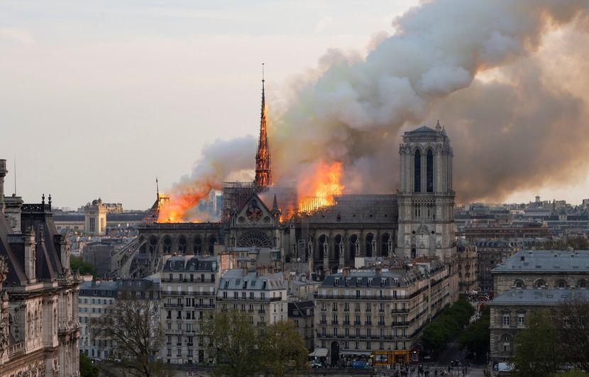 Incendie à Notre-Dame de Paris: Pourquoi tant d'émotions même chez les non-croyants?