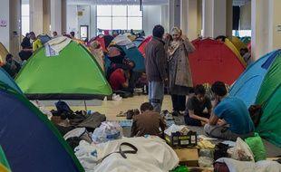 Des réfugiés ont trouvé refuge à Hellinikon, l'ancien aéroport d'Athènes, le 14 mars 2016.