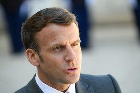 Emmanuel Macron dans la cour de l'Elysée, le 26 avril 2021.