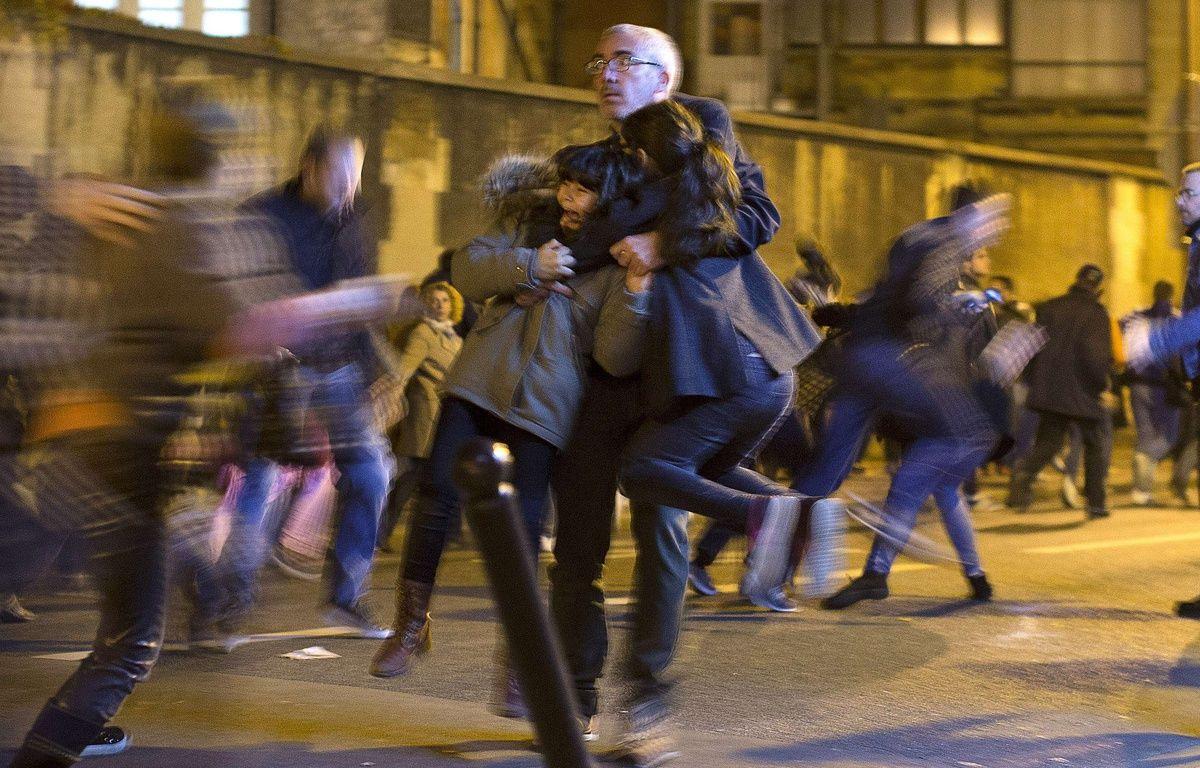 Un mouvement de panique à Paris après une fausse alerte, le 15 novembre 2015. – P.DEJON/AP/SIPA