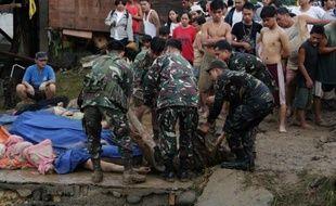 La tempête tropicale Washi, qui balaie le sud des Philippines, a fait 440 morts, a annoncé samedi la Croix-Rouge philippine.