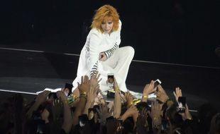 Mylène Farmer, le 7 juin 2019, lors de son concert à la U-Arena (Nanterre). Depuis 1996, l'artiste interprète Désenchantée lors de chacune de ses tournées et résidences.