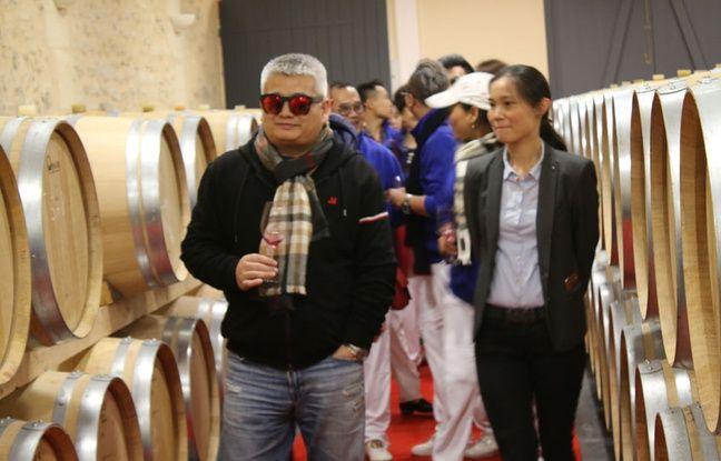 Zhou Xijian visite le domaine de Courteillac, dans le Bordelais, qu'il a racheté en juin 2016